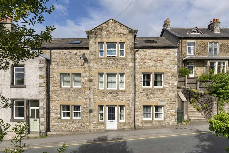 2 Bedrooms Apartment Flat for sale in 28b Station Road, Bentham