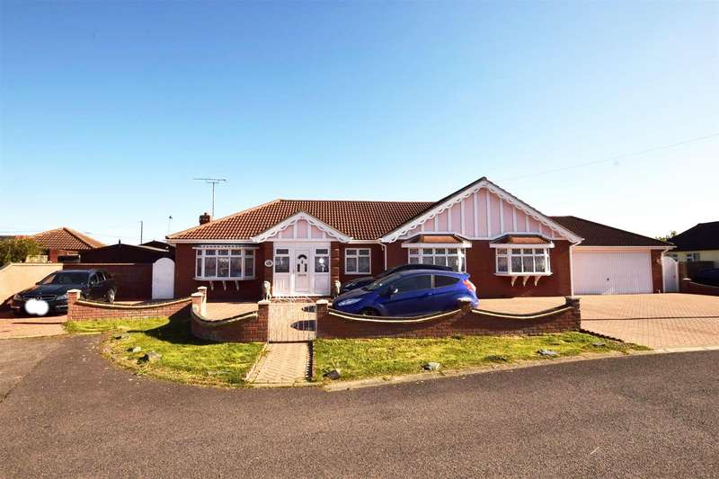 3 Bedrooms Detached Bungalow for sale in Essex Close, Canvey Island