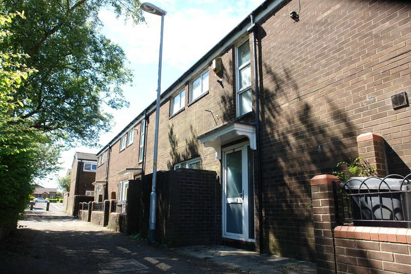 2 Bedrooms Town House for sale in Helmshore Way, Shaw