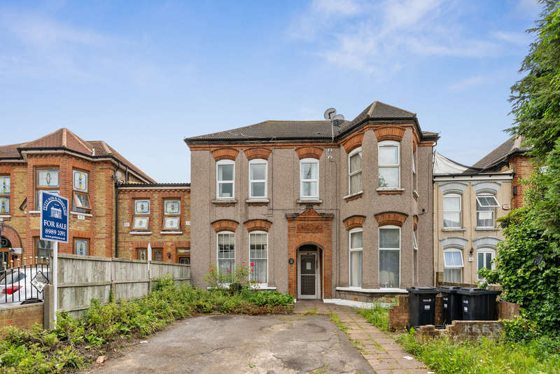 1 Bedroom Ground Flat for sale in Aldborough Road South, Ilford