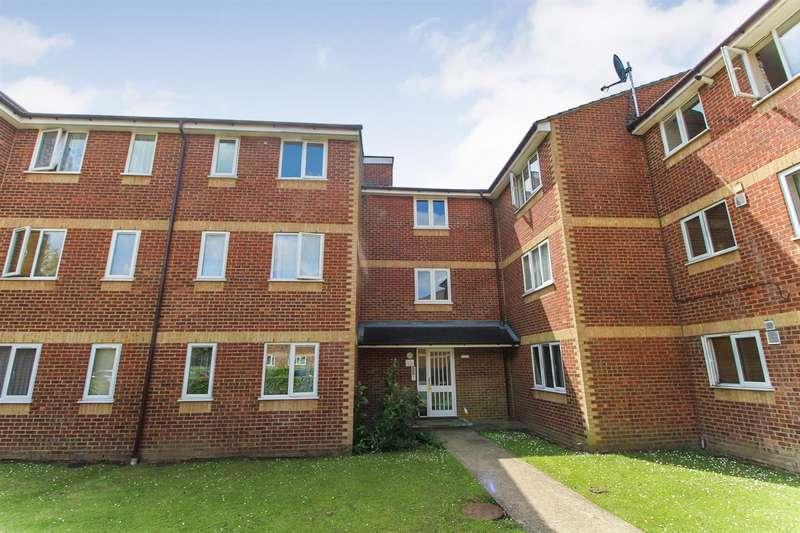1 Bedroom Flat for sale in Walpole Road, Cippenham