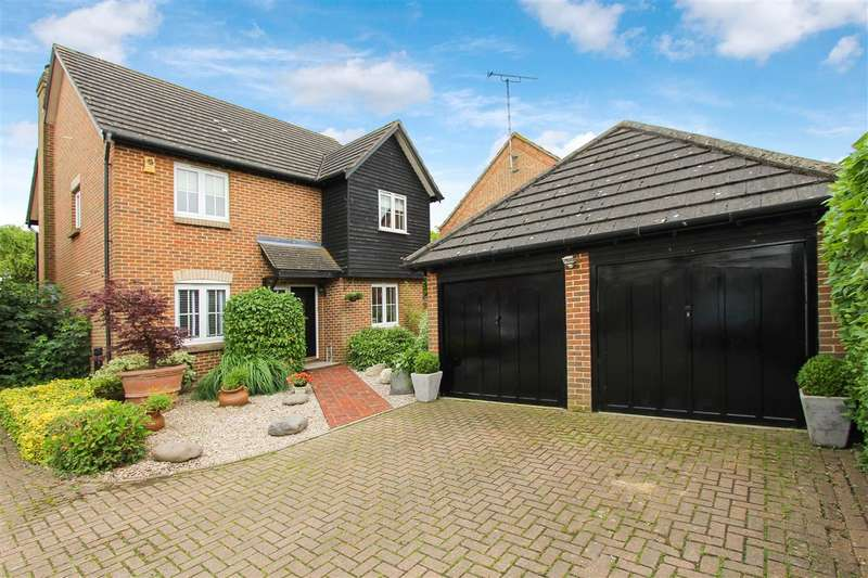4 Bedrooms Detached House for sale in Pleasant Drive, Billericay