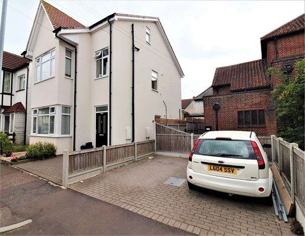 2 Bedrooms Apartment Flat for sale in Electric Avenue, Westclff-on-Sea, Westclff-on-Sea, SS0 9NW