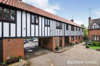 2 Bedrooms Flat for sale in Noak Bridge, Basildon, Essex