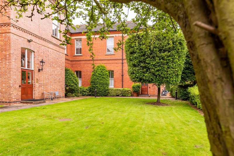 2 Bedrooms Flat for sale in Hampstead Avenue, Woodford Green