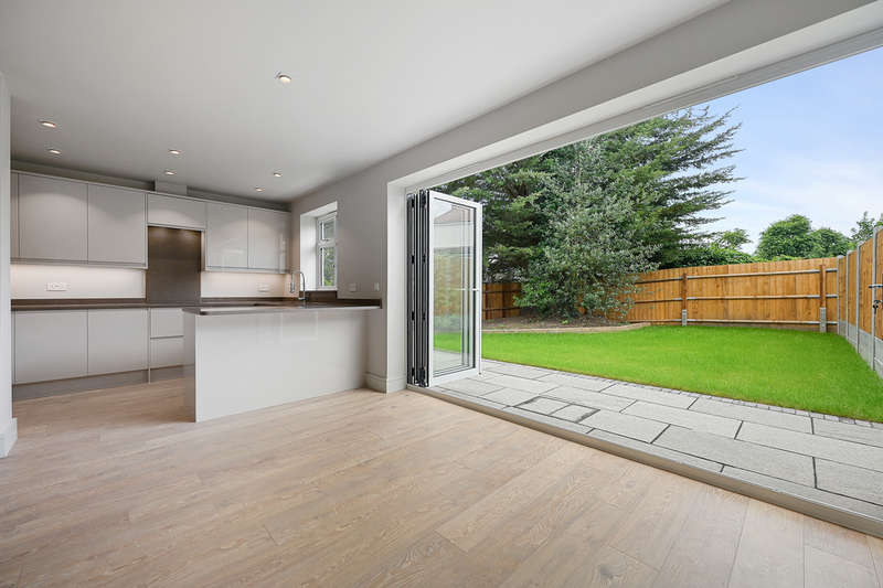 3 Bedrooms Semi Detached House for sale in Mayfield Avenue, Finchley