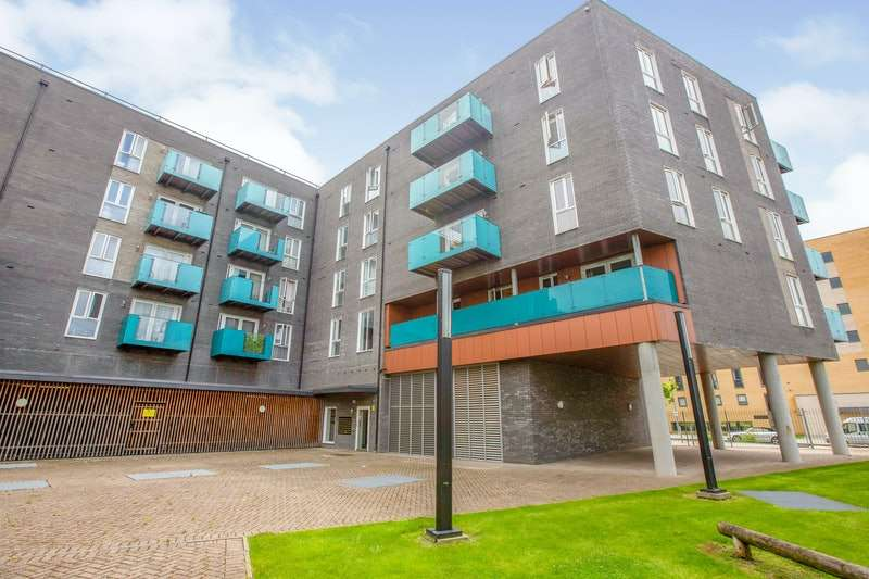 2 Bedrooms Flat for sale in Minter Road, Barking, Essex, IG11