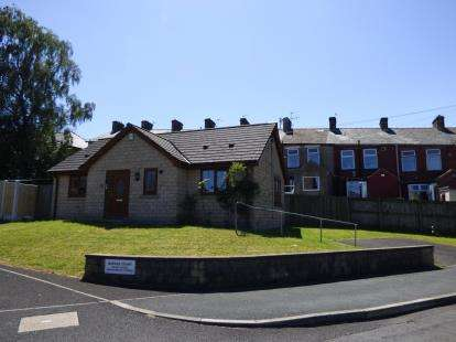 2 Bedrooms Bungalow for sale in Barker Court, Brierfield, Nelson, Lancashire