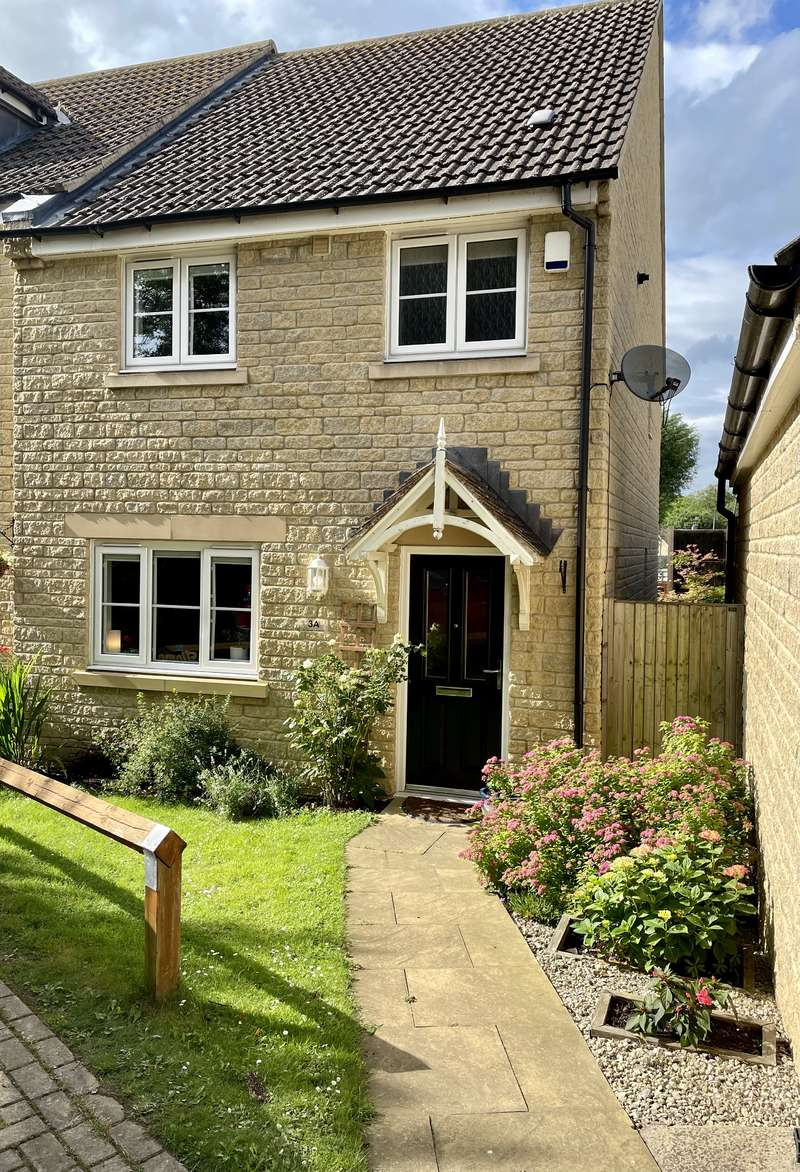 3 Bedrooms Semi Detached House for sale in St GeorgeS Ave, Stonehouse, Gloucestershire GL10