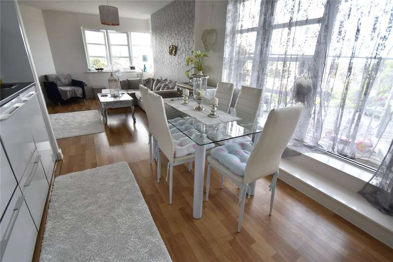 2 Bedrooms Apartment Flat for sale in Elgin House, 235 High Road, Romford, RM6