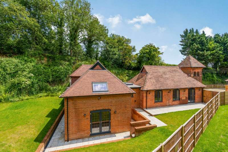3 Bedrooms Detached House for sale in Maidenhatch, Pangbourne, Berkshire