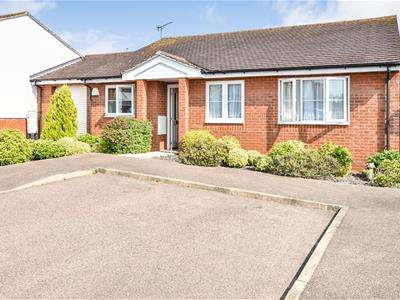 3 Bedrooms Detached Bungalow for sale in Hylands Grove, Leigh-On-Sea