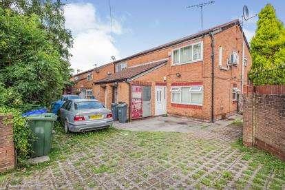 2 Bedrooms Maisonette Flat for sale in Pink Bank Lane, Longsight, Manchester, Greater Manchester