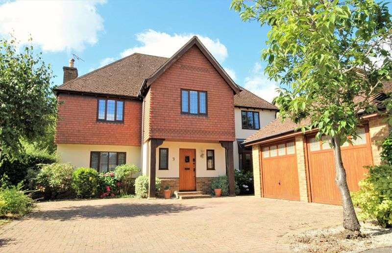 5 Bedrooms Property for sale in Hutton Place, Hutton, Brentwood