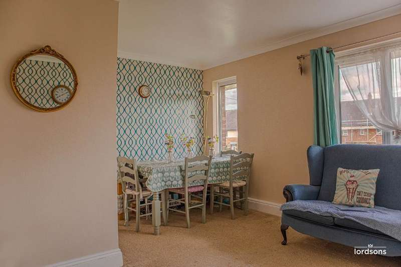 2 Bedrooms Flat for sale in Mawney Close, Romford, Essex, RM7 8EJ