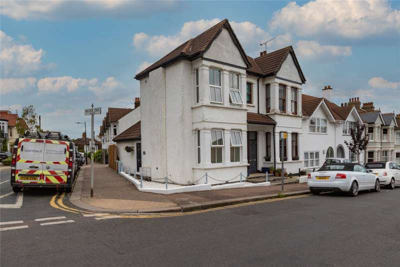 1 Bedroom Maisonette Flat for sale in Hillside Crescent, Leigh-on-Sea, SS9