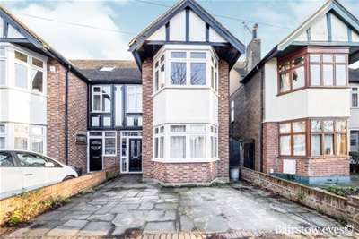 3 Bedrooms House for rent in Hainault, IG6 3BJ