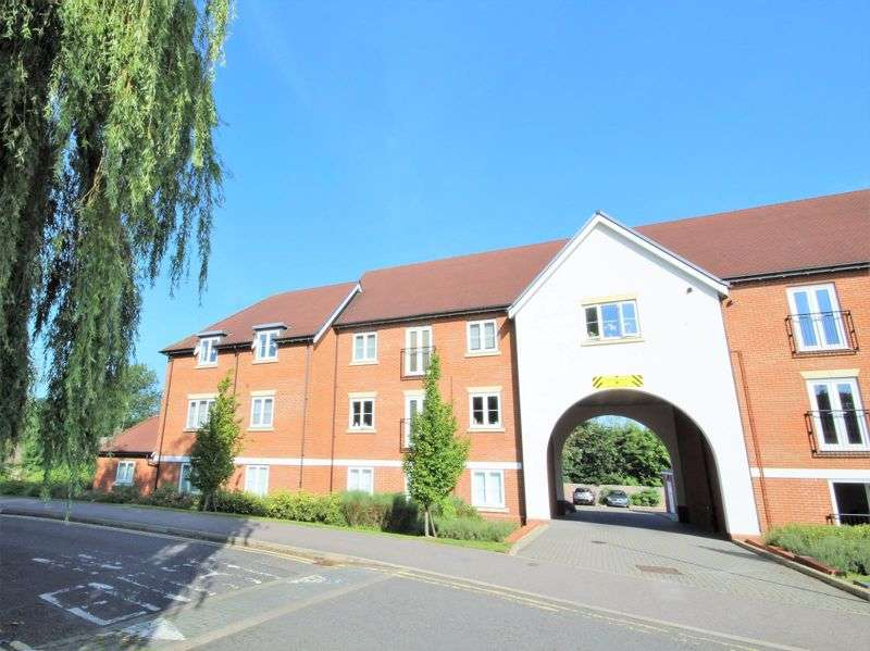2 Bedrooms Property for sale in Rosen Crescent, Hutton, CM13 2TU
