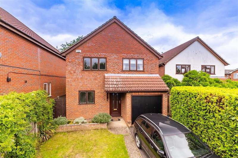 4 Bedrooms Detached House for sale in Elm Gardens, North Weald, Epping