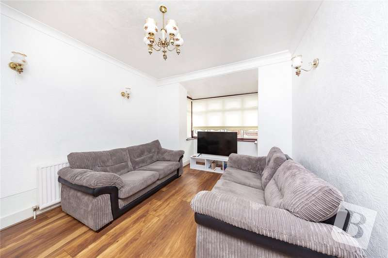 2 Bedrooms Detached Bungalow for sale in Hubbards Chase, Hornchurch, RM11