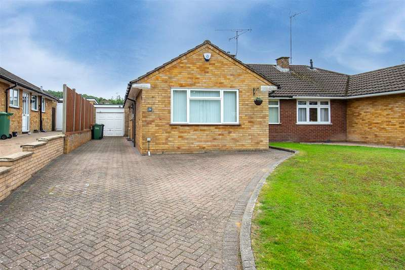 3 Bedrooms Semi Detached Bungalow for sale in Lowther Road, Dunstable, Bedfordshire