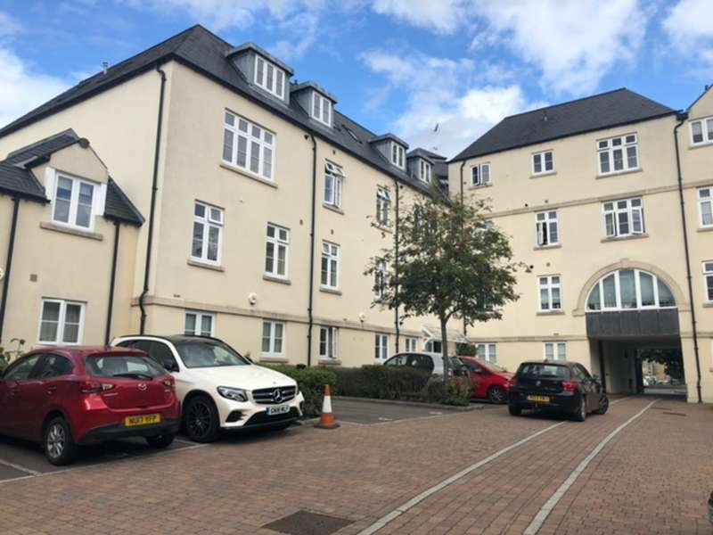 2 Bedrooms Flat for sale in Hoopers Court, Cirencester
