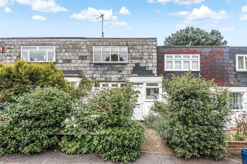 3 Bedrooms Terraced House for sale in Marlescroft Way, Loughton, IG10