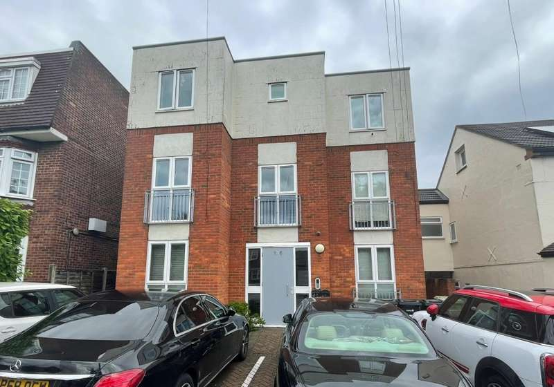 7 Bedrooms Residential Development Commercial for sale in 136 Tomswood Hill, Ilford, Essex, IG6 2QN