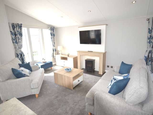 2 Bedrooms Lodge Character Property for sale in Oaklands, Nr Clacton-On-Sea