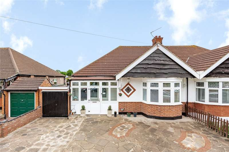 3 Bedrooms Semi Detached Bungalow for sale in Grosvenor Drive, Hornchurch, RM11