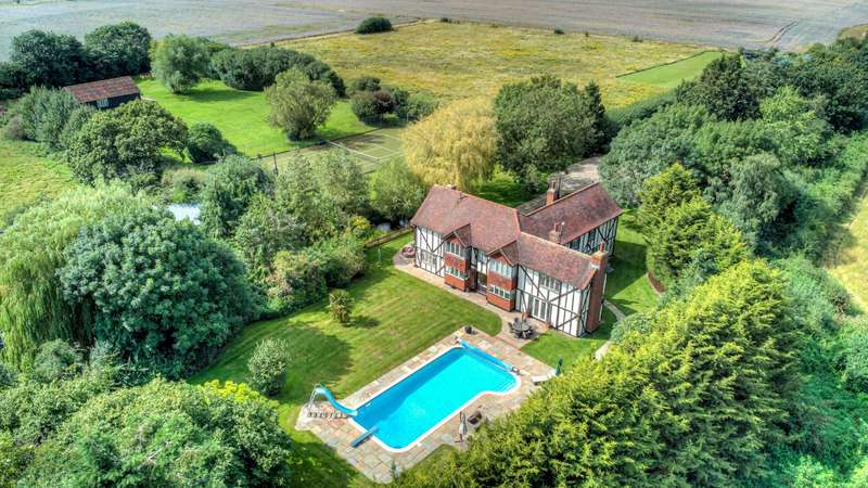 5 Bedrooms Detached House for sale in Rye Hill Road, Thornwood, Epping, Essex, CM16