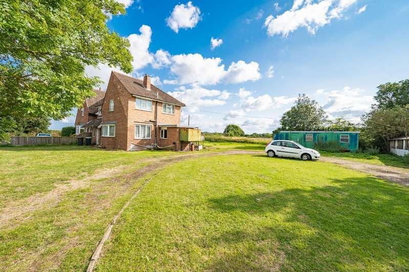 4 Bedrooms Semi Detached House for sale in Good Easter, Chelmsford