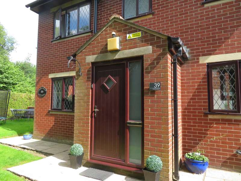 3 Bedrooms Detached House for sale in Cowlishaw, Shaw