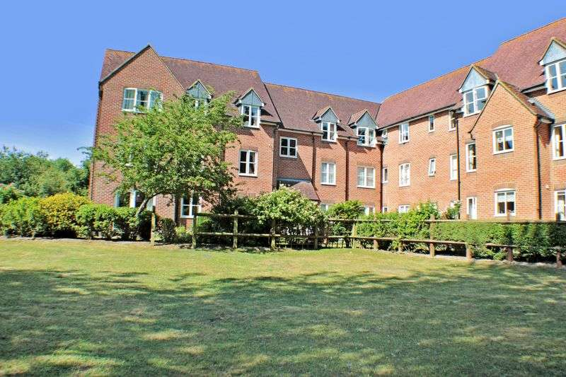 2 Bedrooms Property for sale in Moorfield Court, Witham, CM8 1AE