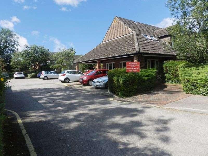 1 Bedroom Property for sale in Haddenhurst Court, Bracknell, RG42 4BQ
