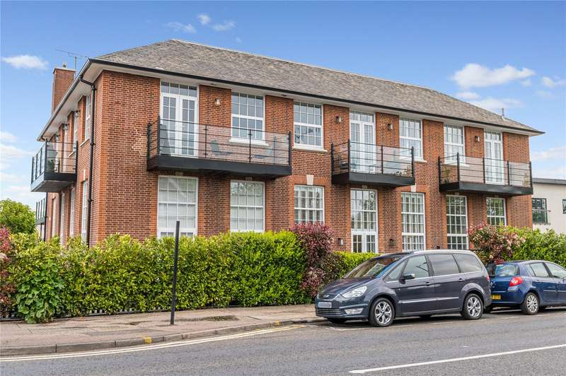 3 Bedrooms Apartment Flat for sale in London Road, Leigh-on-Sea, SS9