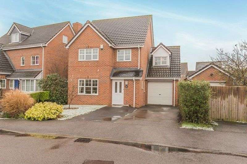 4 Bedrooms Property for sale in Station Close, Henlow