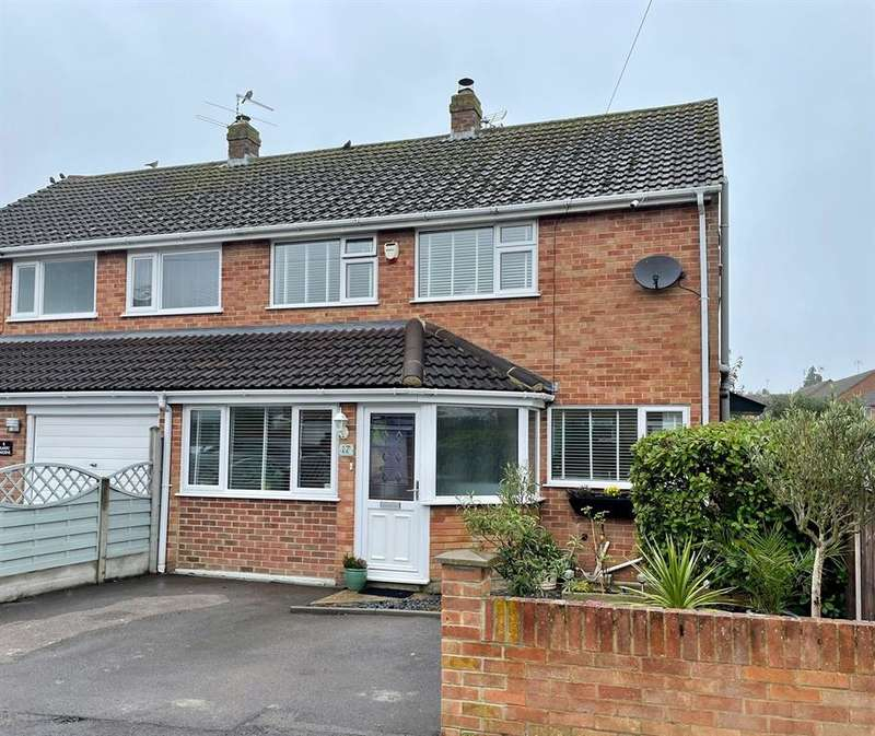3 Bedrooms Semi Detached House for sale in Quarry Gardens, Dursley, GL11 6HN