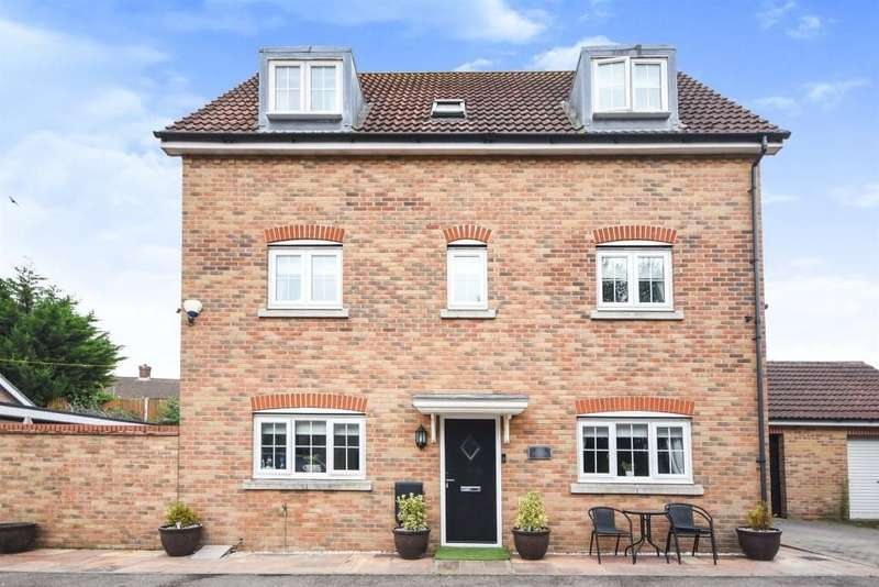 5 Bedrooms Detached House for sale in Weymouth Drive, Chafford Hundred, Grays