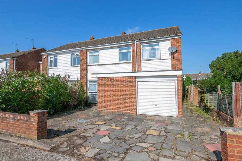 4 Bedrooms Semi Detached House for sale in Holecroft, Waltham Abbey