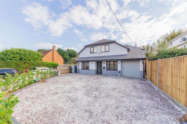 4 Bedrooms Detached House for sale in Rokeby Drive, Tokers Green, Reading