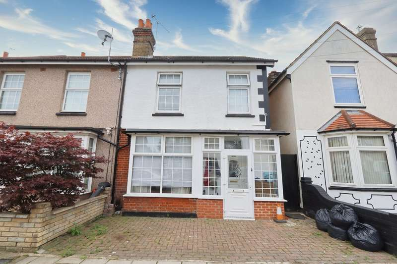 3 Bedrooms End Of Terrace House for sale in Marlborough Road, Romford, RM7