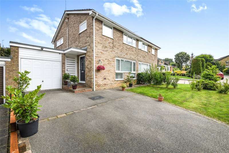 3 Bedrooms Semi Detached House for sale in Tomlyns Close, Hutton, Brentwood