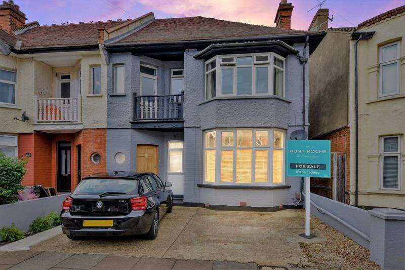 2 Bedrooms Apartment Flat for sale in Cranley Road, Westcliff-on-Sea, Essex, SS0