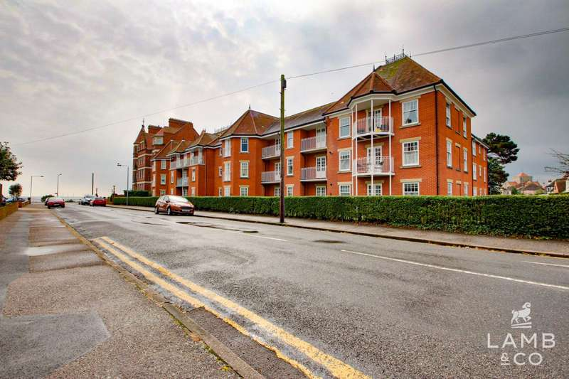 2 Bedrooms Flat for sale in Langtry Court, Clacton-On-Sea