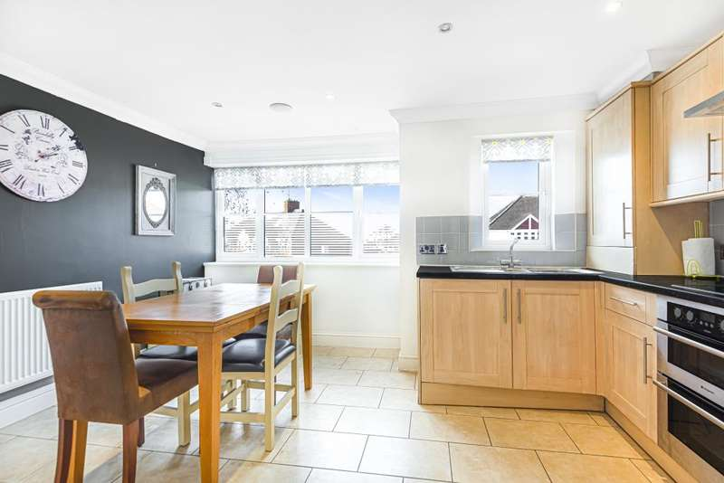 2 Bedrooms Flat for sale in Reading, Berkshire, RG6
