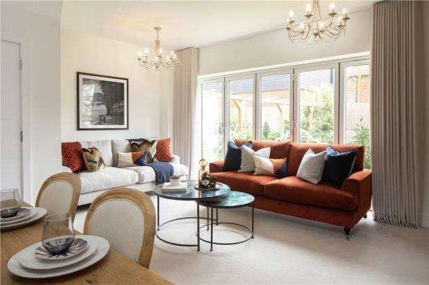 3 Bedrooms End Of Terrace House for sale in Buckler's Park, Old Wokingham Road, Crowthorne