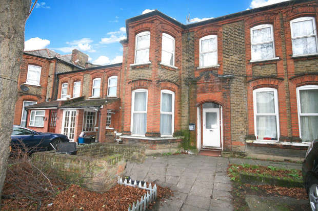 2 Bedrooms Flat for sale in Mansfield Road, Ilford, IG1