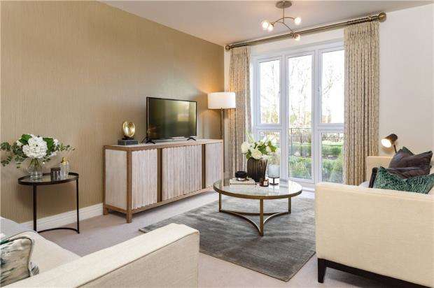 3 Bedrooms Semi Detached House for sale in Buckler's Park, Old Wokingham Road, Crowthorne