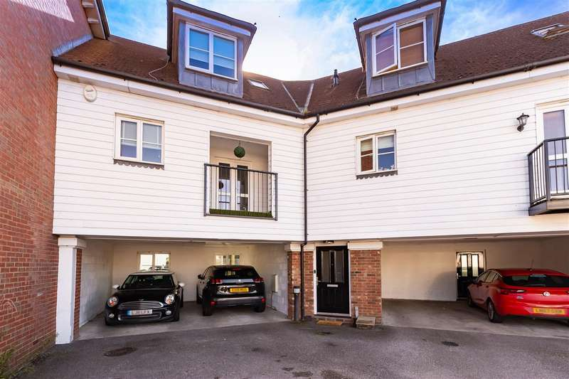 2 Bedrooms Apartment Flat for sale in Walter Mead Close, Ongar